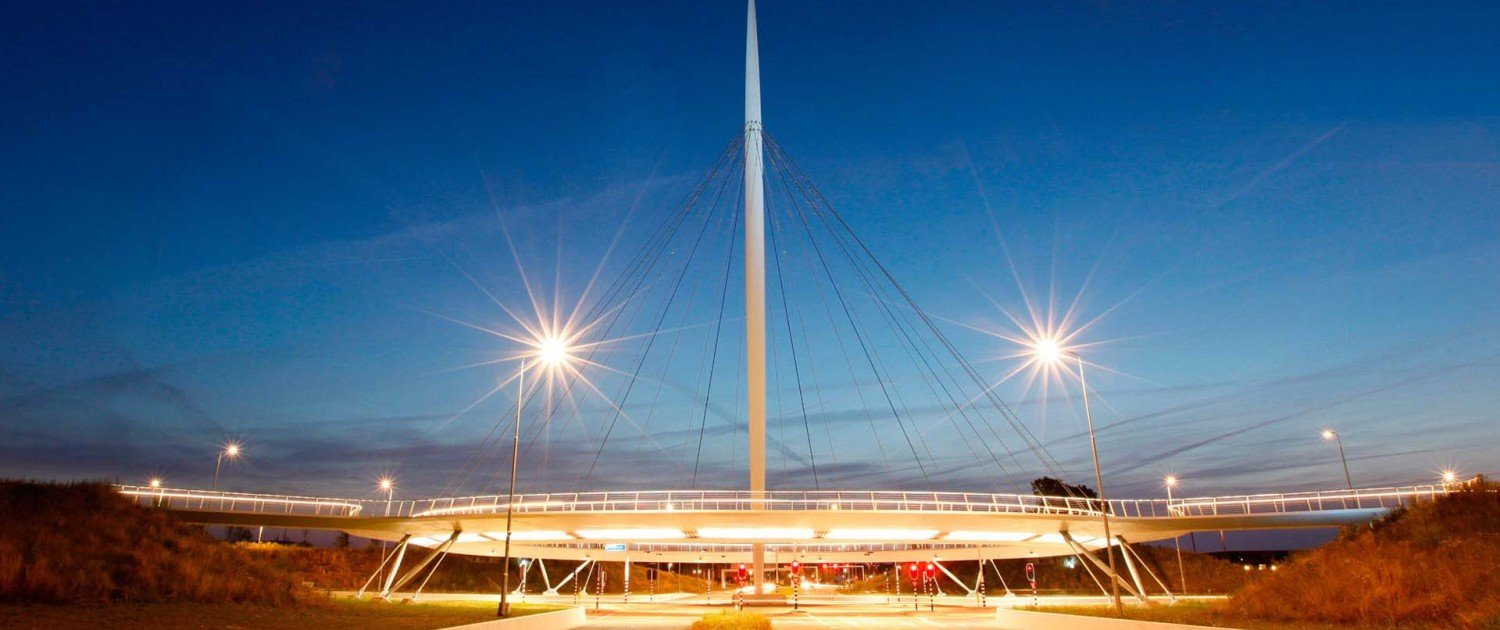 hovenring Eindhoven, view by night, cycle bridge, pyloonbridge design by ipv Delft