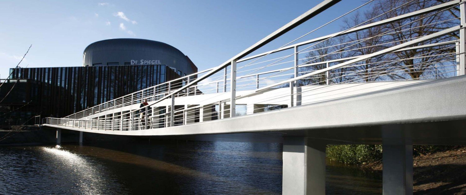foot and cycle bridge Zwolle, asymmetrical design, modern and slender bridge, bridge design by ipv Delft