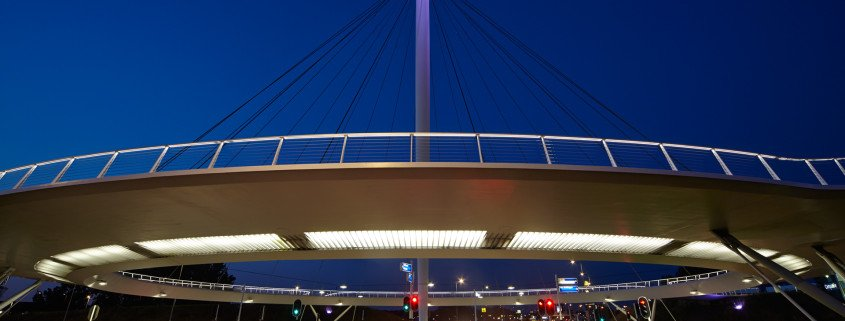 Hovenring Eindhoven cyclebridge, circle shaped bridge above highway, design of the bridge by ipv Delft